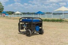 Generatore di corrente portatile della benzina ed alta tenda della struttura di punta Immagini Stock