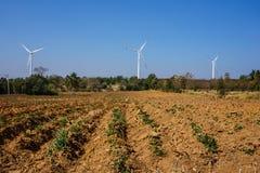 Generatore eolico ed agricoltura fotografia stock