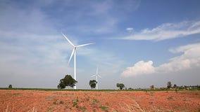 Generatore eolico elettrico del creatore di potere di Eco nell'azienda agricola della manioca archivi video