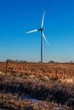 Generatore eolico nell'inverno Fotografie Stock Libere da Diritti