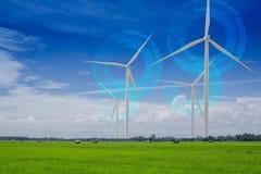 Generatore eolico per energia alternativa nel giacimento verde del riso Potenza di Eco Fotografia Stock Libera da Diritti