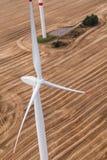 Generatore eolico su un campo, foto aerea Fotografia Stock Libera da Diritti