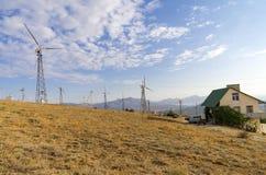 Generatoren auf einer Windkraftanlage krim lizenzfreies stockfoto