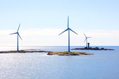 Generatori di vento in mare aperto di elettricità Fotografia Stock