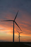 Generatori eolici al crepuscolo Fotografie Stock Libere da Diritti
