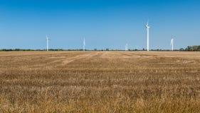 Generatori eolici in areas_panorama rurale Immagine Stock
