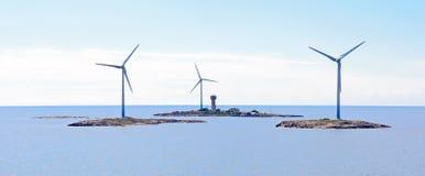Generatori eolici di elettricità in mare. Fotografia Stock Libera da Diritti