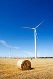 Generatori eolici ed agricoltura Fotografia Stock Libera da Diritti