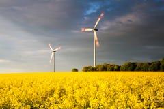Generatori eolici giranti Fotografie Stock Libere da Diritti