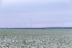 Generatori eolici nel paesaggio di inverno Fotografia Stock Libera da Diritti