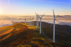 Generatori eolici nel parco eolic di Oiz Fotografia Stock Libera da Diritti