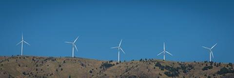 Generatori eolici nella gola del fiume Columbia Fotografia Stock Libera da Diritti