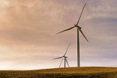 Generatori eolici nella gola del fiume Columbia Immagini Stock Libere da Diritti