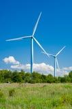 Generatori eolici nella zona rurale Energia rinnovabile Immagini Stock Libere da Diritti