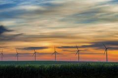 Generatori eolici presto alla luce in anticipo di alba Immagini Stock Libere da Diritti