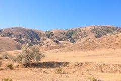 Generatori eolici sulla collina Fotografie Stock