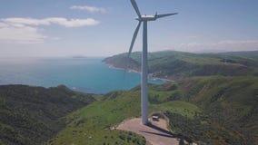 Generatori eolici a turbina aerei 4k del metraggio video d archivio