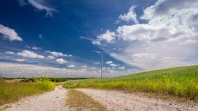 Generatori eolici in un prato come energia alternativa di estate Immagine Stock Libera da Diritti