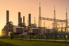 Generators en transformatoren bij krachtcentrale stock afbeelding