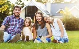 Generazioni della famiglia che Parenting concetto di rilassamento di unità fotografia stock libera da diritti