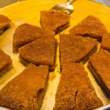 Genere di delizia turca, dolce dei dadi e del miele, annegato in olio ed incredibilmente dolce fotografia stock