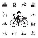 generi con un bambino su un'icona della bicicletta Insieme dettagliato delle icone della famiglia Segno premio di progettazione g Fotografia Stock