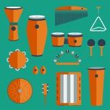 Generi differenti di percussione su un fondo colorato Immagini Stock