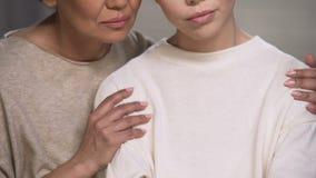 Generi la figlia di sostegni, aiuti per superare le difficoltà dopo il divorzio, sollievo archivi video