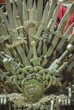 Generi, trono reale fatto delle spade del ferro, sedile del re, symbo Fotografia Stock