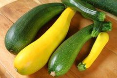 Generi verdi e gialli dello zucchini fotografia stock libera da diritti
