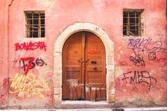 9 9 2016 - Generische Architektur in der alten Stadt von Rethymno Stockfotografie