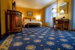 Generisches Hotelzimmer überall in der Welt lizenzfreie stockfotos