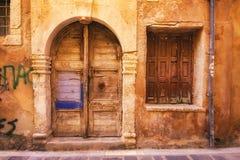 9 9 2016 - Generisk arkitektur i den gamla staden av Rethymno Royaltyfri Fotografi