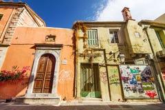 9 9 2016 - Generisk arkitektur i den gamla staden av Rethymno Arkivfoto