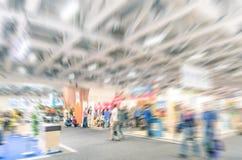 Generisk ställning för handelshow med den suddiga zoomen som defocusing Royaltyfri Foto