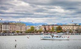 Geneva湖前面-湖日内瓦巡航小船 免版税库存照片