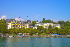 Geneva湖海湾港口视图在洛桑,瑞士在夏天 库存图片