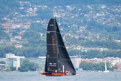 Geneva/Schweiz - 10 06 2018: Bol D ` eller för geneva D35 för regattaSchweiz sjö för Okalys saling fartyg projekt ungdom Arkivfoton