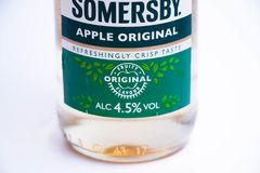 Geneva/Schweiz 11 06 2018: Flaska av det Somersby äppelcideroriginalet Royaltyfri Fotografi