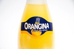Geneva/Schweiz - 16 07 18: FlaskOrangina orange sodavatten Royaltyfri Bild