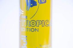 Geneva/Schweiz - 11 06 2018: Red Bull begränsade tropiskt exotiskt för upplagasommar Arkivbilder