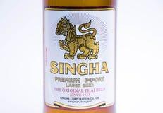 Geneva/Schweiz - 11 06 2018: Singha för berömt thailändskt öl högvärdig import Thailand Royaltyfri Bild