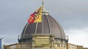 Genewa flaga na Musee Ariana dachu, Szwajcarski muzeum Ceramics i szkło, mo zdjęcie wideo