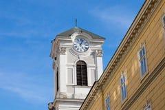 Genewa/Switzerland-28 08 18: Dzwonkowy wierza zegar buduje kościelnego czas zdjęcie stock