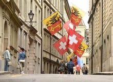 Genewa Szwajcaria, Czerwiec, - 05, 2017: Szwajcar flaga i flaga gen Zdjęcie Stock