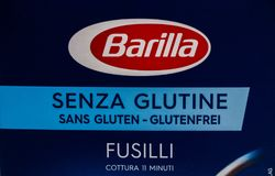 Genewa, Szwajcaria 16/ 07 18: Makaronu barilla pudełkowatego glutenu fusilli penne bezpłatny rigate Italia Zdjęcia Royalty Free