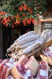 Genezen droge rozetworsten op verkoop, Frankrijk Royalty-vrije Stock Foto's