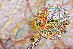 Genf吉恩威地图与放大镜的在桌上 免版税库存图片