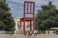 Genf die Schweiz das Platz-DES-Nationen iand der defekte Stuhl Stockfoto