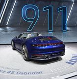 Genf, die Schweiz - 5. März 2019: Cabrioletauto Porsches 911 Carrera 4s stellte an der 89. Genf-Internationalen Automobilausstell lizenzfreies stockbild
